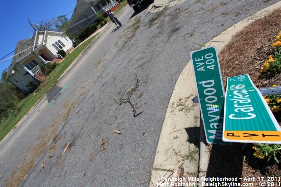 Maywood Ave sign damage
