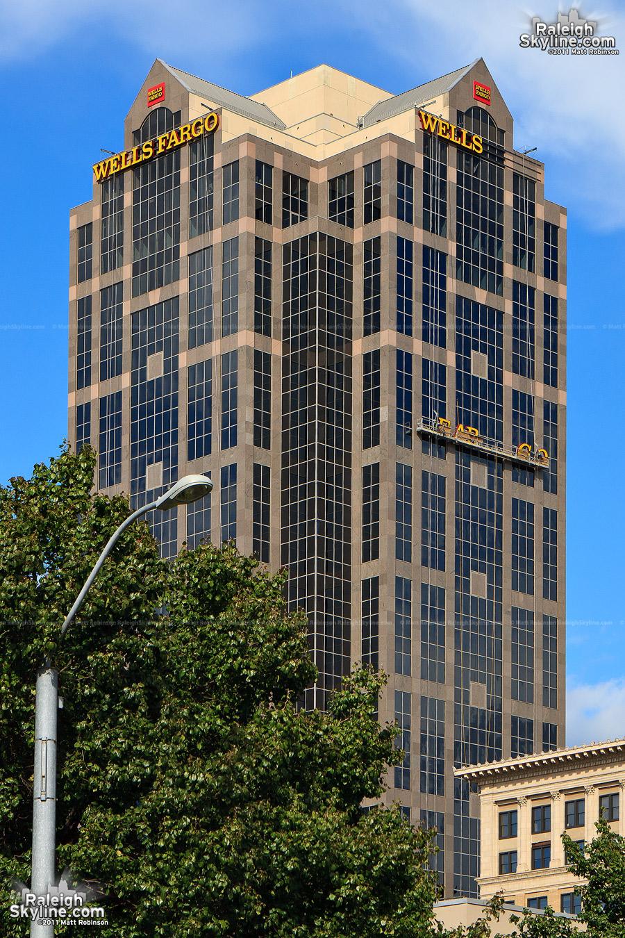 Well Fargo climbs up the building