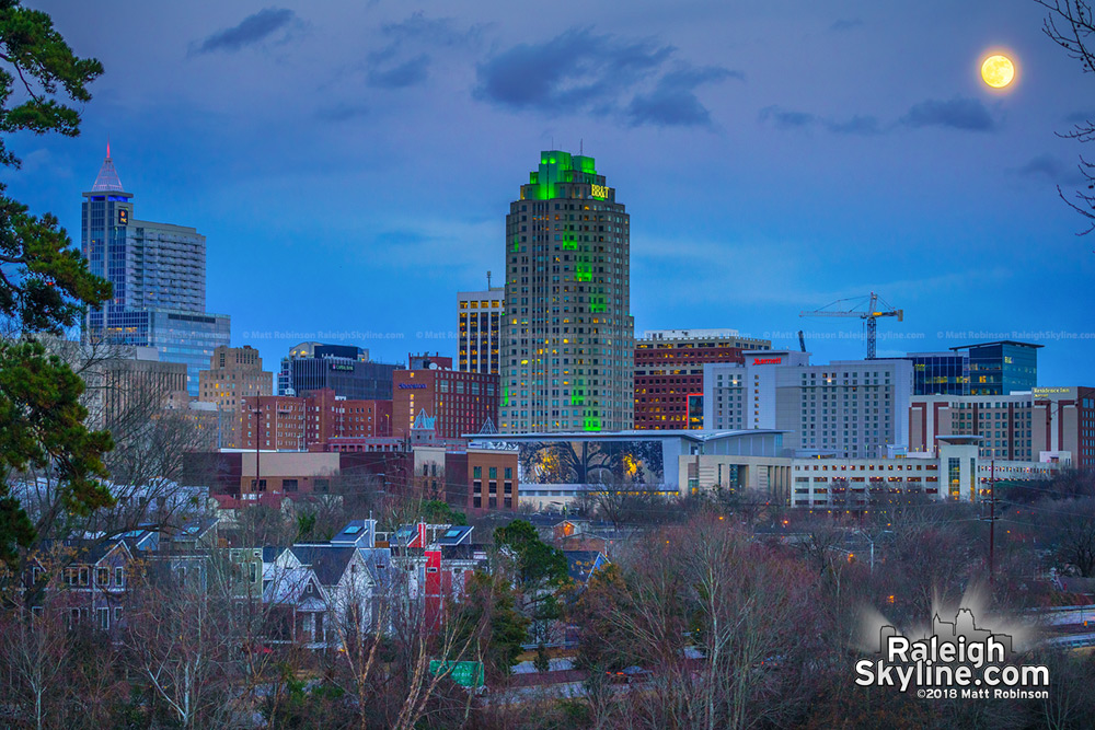 98% Full moon rise over Raleigh on the Winter Solstice