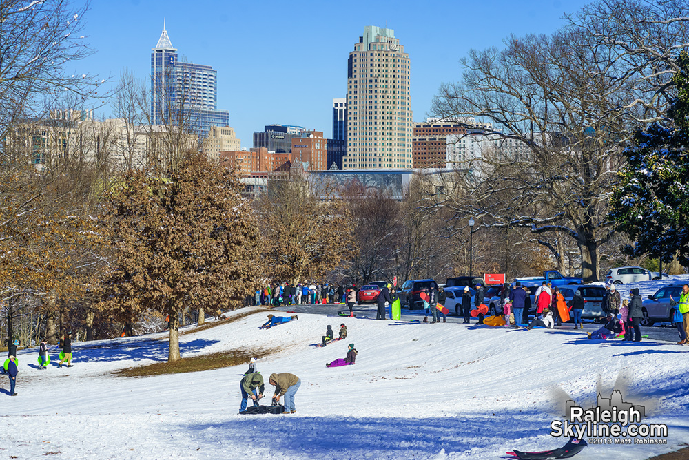 Hundreds of Sledders at Dix Hill